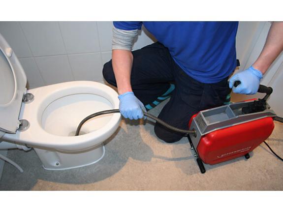 Заказать качественное устранение засоров в унитазе и промывку канализационных сетей.